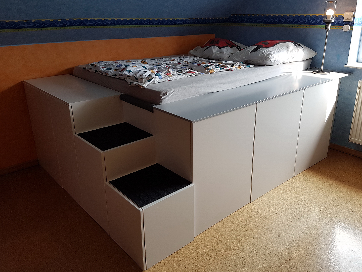 bett aus ikea k chenschr nken mit homematic integration smart wohnen. Black Bedroom Furniture Sets. Home Design Ideas